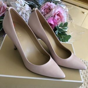 Michael Kors Soft Pink Pumps